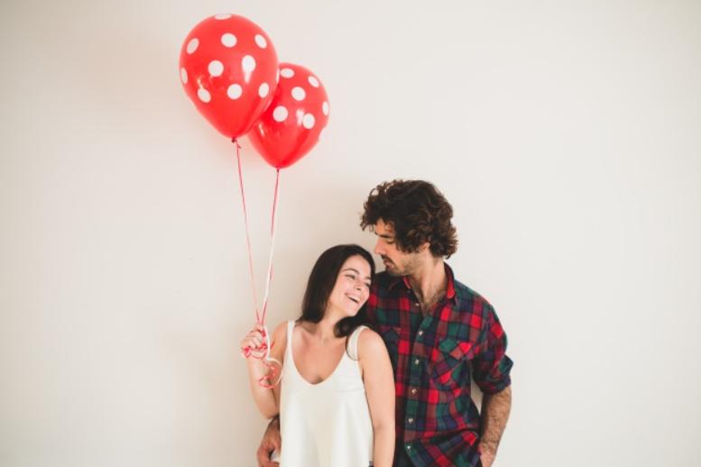 Una giovane coppia il giorno di San Valentino